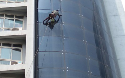 黄河建工集团玻璃幕墙清洗