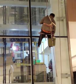 郑东熙地港购物中心外墙清洗