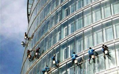 郑州保洁为您讲解外墙玻璃清洗方法